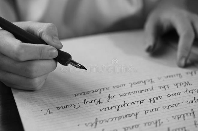 il-retro-effetto-ha-sbiadito-e-tonificato-l-immagine-di-una-ragazza-che-scrive-una-nota-con-una-lettera-scritta-mano-dell-42541568.jpg